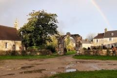 Le manoir et la chapelle sous un arc en ciel