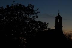 La chappelle à la tombé de la nuit