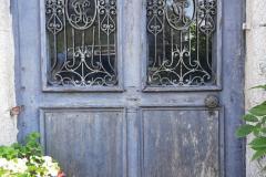 La porte principale du manoir à restaurer