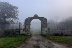 Le porche par temps de brouillard